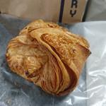 THE CITY BAKERY - 『チーズデニッシュ』 320円(税別)