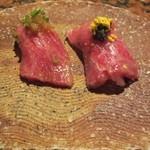 上田 - 1品目:今では珍しい?生肉の握り