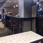 Roasted COFFEE LABORATORY - 大テーブルから出入口方向を