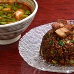 健康中華庵 青蓮 - 水餃子スープと豚バラチャーハン