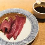 日本橋海鮮丼 つじ半 - 鯛刺身と卵黄醤油