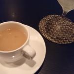 バー ヤナギ - 玉ねぎと豚の網脂のスープ