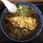 114952970 - キャーーー!!!天ぷら蕎麦!¥750。                       蕎麦って言ったらやっぱり天ぷらだよな〜〜〜                                              んでアタシはザルより熱い蕎麦が好きヽ(´o`
