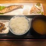 めしや 太治兵衛 - 魚と肉の組み合わせ定食(1,000円)