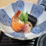 石蔵 - お膳の小鉢は海老や茄子の煮つけ、あっさりとした味に仕上げてありました