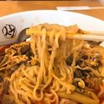 平壌冷麺食道園 - ユッケジャンラーメン麺リフト
