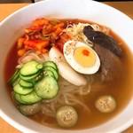 平壌冷麺食道園 - 平壌冷麺・大盛・大辛(950円)