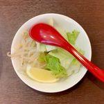 フォーブイ - サザエとトマトビーフン ¥850 のトッピング