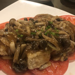 ajinochuukahagoromo - 揚げ豆腐。キノコと野菜のとろりあんかけ。