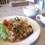 イル・モンテ - 料理写真:鶏肉とほーれん草のチーズトマト煮 ライス・スープ付(650円)安い!