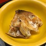 なかむら - 一子相伝のグジの酒焼き 魚の身だけを食べた後に…
