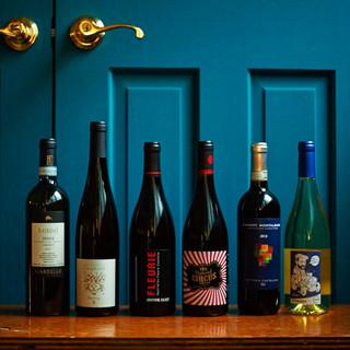 世界中から仕入れた選りすぐりのワインで乾杯!