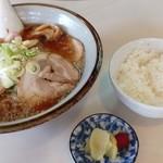 らーめん 佐々舟 - チャーシュー麺とご飯 900円
