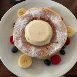 114999272 - クラシックバターミルクパンケーキ フルーツ盛付け後