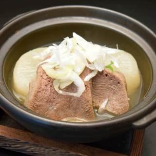 優しい味のダシでじっくり煮込んだ牛タン&大根