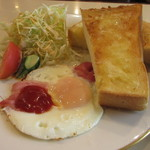 CAFE DE FAN FAN - ベーコンエッグ・サラダ・トースト