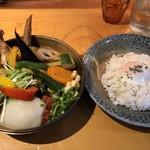 115011223 - ・チキンと一日分の野菜20品目 1,580円                       ・温玉(ライス) 150円