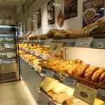 FREDS - 朝はお食事パンが多く並んでいますよ