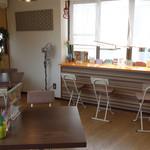 ワタナベナンバン - テイクアウトやUber Eats (ウーバーイーツ)による宅配もされていますが、 2階のスペースでイートインも可能です。