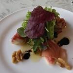 ラ・ベルヴィ - 無花果とハモンセラーネのサラダ仕立て