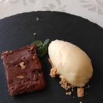 ラ・ベルヴィ - チョコレートのテリーヌとメロンソルベ