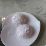 ラ・ベルヴィ - 食後の珈琲とともに提供された焼き菓子は粉砂糖で甘いクッキー