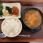ソウル市場 - 牛スジ煮込み定食900円