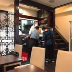 マドンナー - 店内(1階)