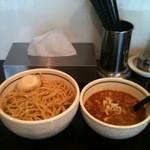 麺商つけ麺 志堂 - 辛つけ麺に極太麺(冷盛り)
