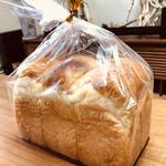 115040057 - 食パン専門店では珍しい山型食パン( ^ω^ )