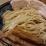 極麺 青二犀 - 「にぼしおつけ麺(大盛)」の麺