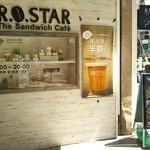 ロースター - 店舗入口☆お店は地下です コーヒー味のソフトクリームも自家焙煎の珈琲屋さんだけあって美味しいよ! やや割高感…あるかも