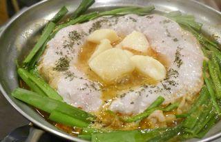 和×チーズDining ICHIRIN  - まずは、コンロに火をかけて「ラクレットチーズのとろ~り火鍋」に火を通していきます。