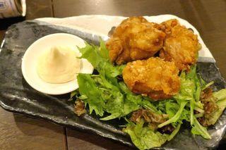 和×チーズDining ICHIRIN  - さらに、大きな唐揚げが乗った「塩熟成した自家製唐揚げ」590円を追加。