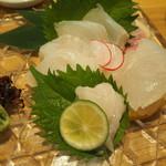 魚・炭・酒 おはし二日町 - ナメタガレイの刺し身。