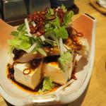 魚・炭・酒 おはし二日町 - よだれ鶏のピリ辛奴580円。