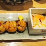 魚・炭・酒 おはし二日町 - ジャンボつくね温玉添え680円。