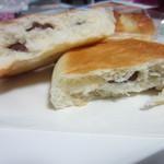 ベーカリーイズイズ - 豆パン