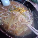なしか!ラーメン - 中太麺緩やかなウェーブ、エッジの無いスクエア断面、高加水率