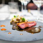 Le FAVORI - フランス産シャラン仔鴨胸肉のロースト 黒トリュフ