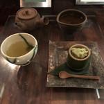 茶の葉 - 煎茶と菓子