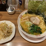 Yokohamaramenouka - 醤油ねぎらぁめん770円 固め多め