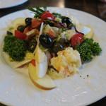 カルメン - 季節のサラダ(オリーブ風味のミックスサラダ)