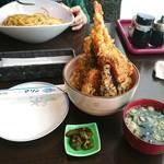 115073036 - 「天丼」味噌汁と漬物が付きます