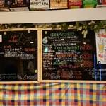 伊豆屋酒店 - レジ正面の黒板に今日のクラフトビール三種あります。