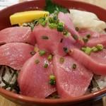 丸港水産 - 本マグロ鉄火丼。