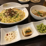 くるみ屋dining - ランチ   汁なし坦々麺with水餃子