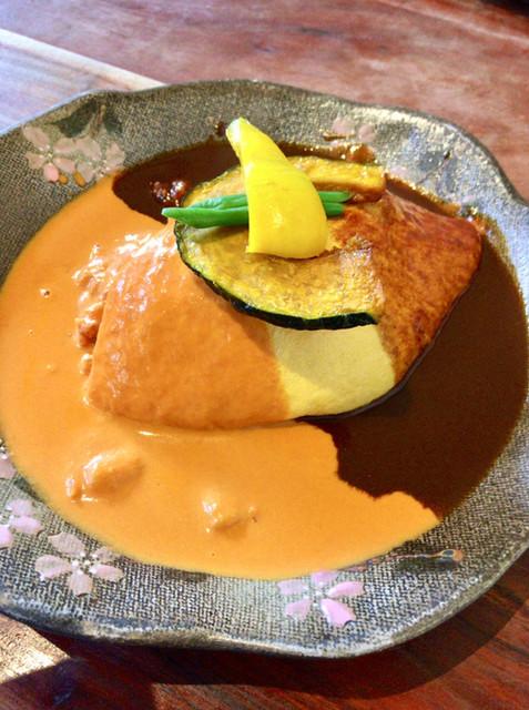 かぼ茶庵 - 「Aランチ(季節の前菜プレート+メイン料理)」@1400(税別)  メイン料理は、『海老トマトクリームソース&デミグラスソースのオムライス』