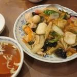 東園 - 料理写真:五目中華丼 1,000円