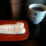 和か屋 - お滝もち2本 お茶付き 220円
